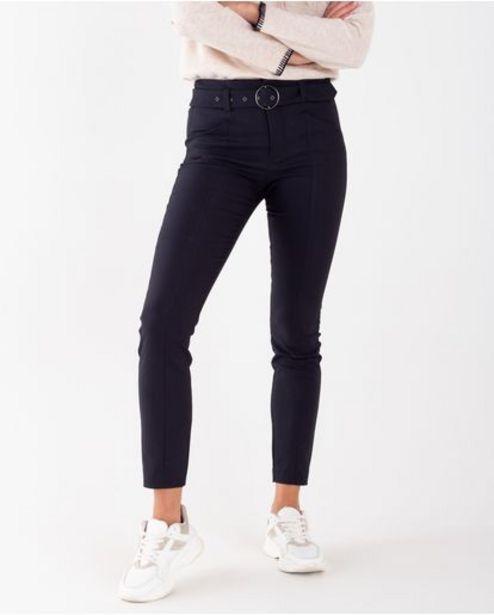 Oferta de Pantalón para mujer negro Skinny tiro medio alto con cinturón por 179900€