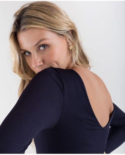 Oferta de Camiseta para mujer negra manga larga de canalé con espalda escotada por 99900€