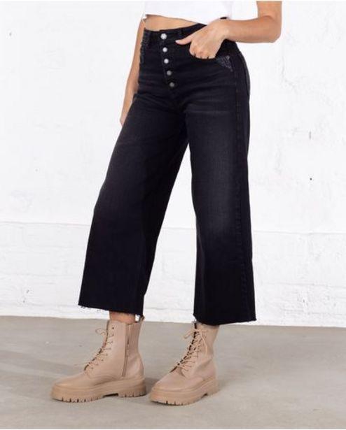 Oferta de Jean para mujer tono negro Culotte tiro alto con raspones por 169900€