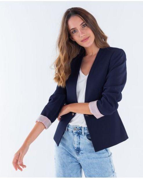 Oferta de Blazer para mujer con solapas invertidas y diseño estructurado por 124950€
