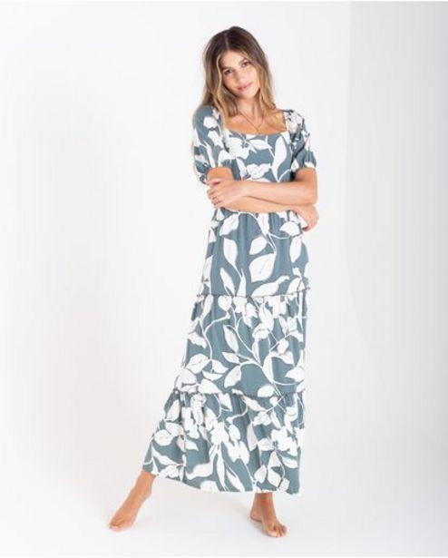 Oferta de Vestido largo para mujer verde manga corta con estampado floral por 239900€