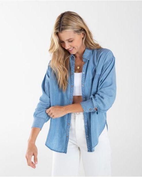 Oferta de Camisa para mujer azul manga larga en denim esencial por 169900€
