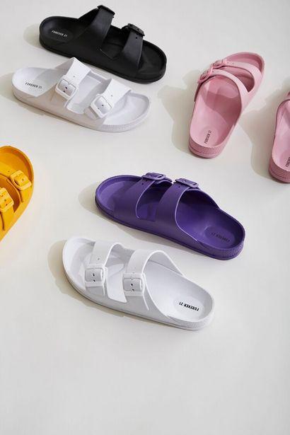 Oferta de Buckled Flatform Sandals por 8€