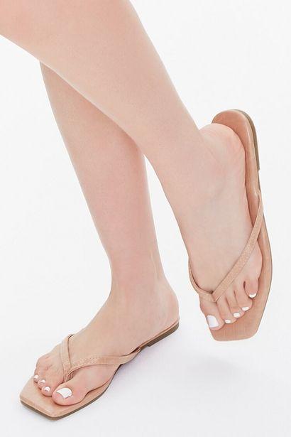 Oferta de Faux Leather Toe-Thong Sandals por 6€
