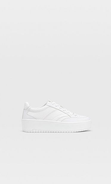 Oferta de Zapatillas plataforma blancas por 45,99€