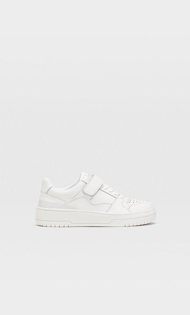 Oferta de Zapatillas blancas detalle piezas por 39,99€
